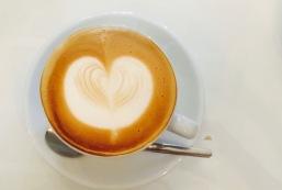 CAPPUCCINO IM CAFE IM GLÜCK, FRANKFURT
